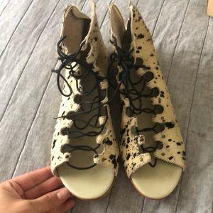 Sandals lace up